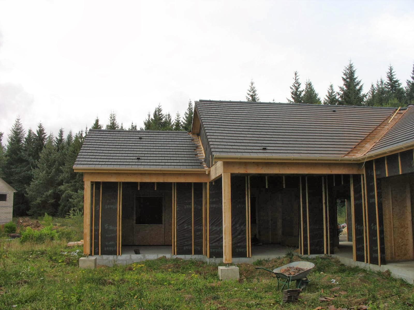 Construire sa maison en bois on pose les tuiles for Construire sa maison bois