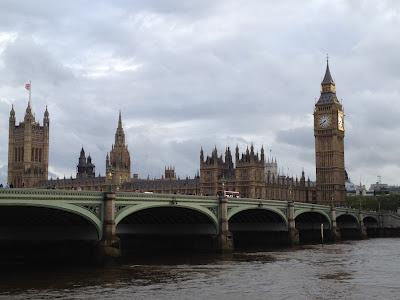 El Palacio del Parlamento fue construido entre los años 1836 y 1860 por el arquitecto Charles Barry