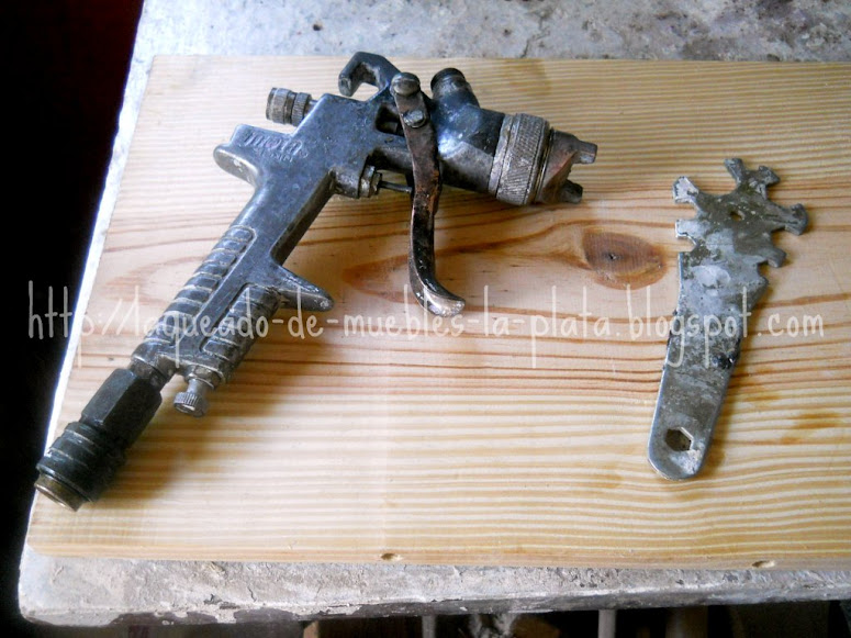 Limpieza pistola de pintar muebles de madera for Barnizado de muebles a pistola