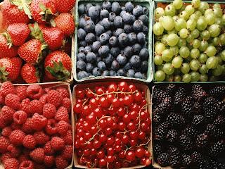 sveži sadeži dišijo po davnih dneh │ tudi takrat │ nisem imel doma