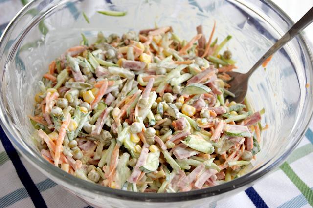 Салат колбаса кукуруза морковь