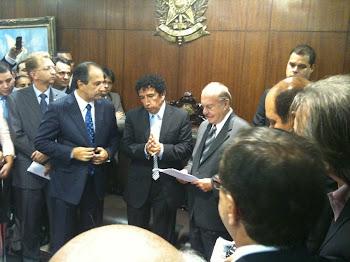 Foto Inédita:Entrega das Assinaturas Contra a PL122 Pr SilasMalafaia,Senadores Magno Malta J.Sarney