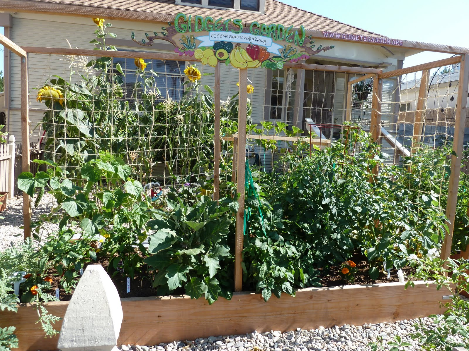 Gidget 39 s garden maximizing space for small vegetable for Creating a small garden