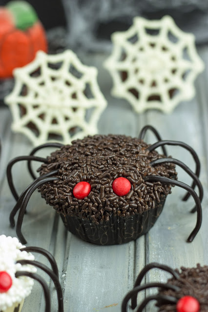 how to make chocolate spiders for cupcakes