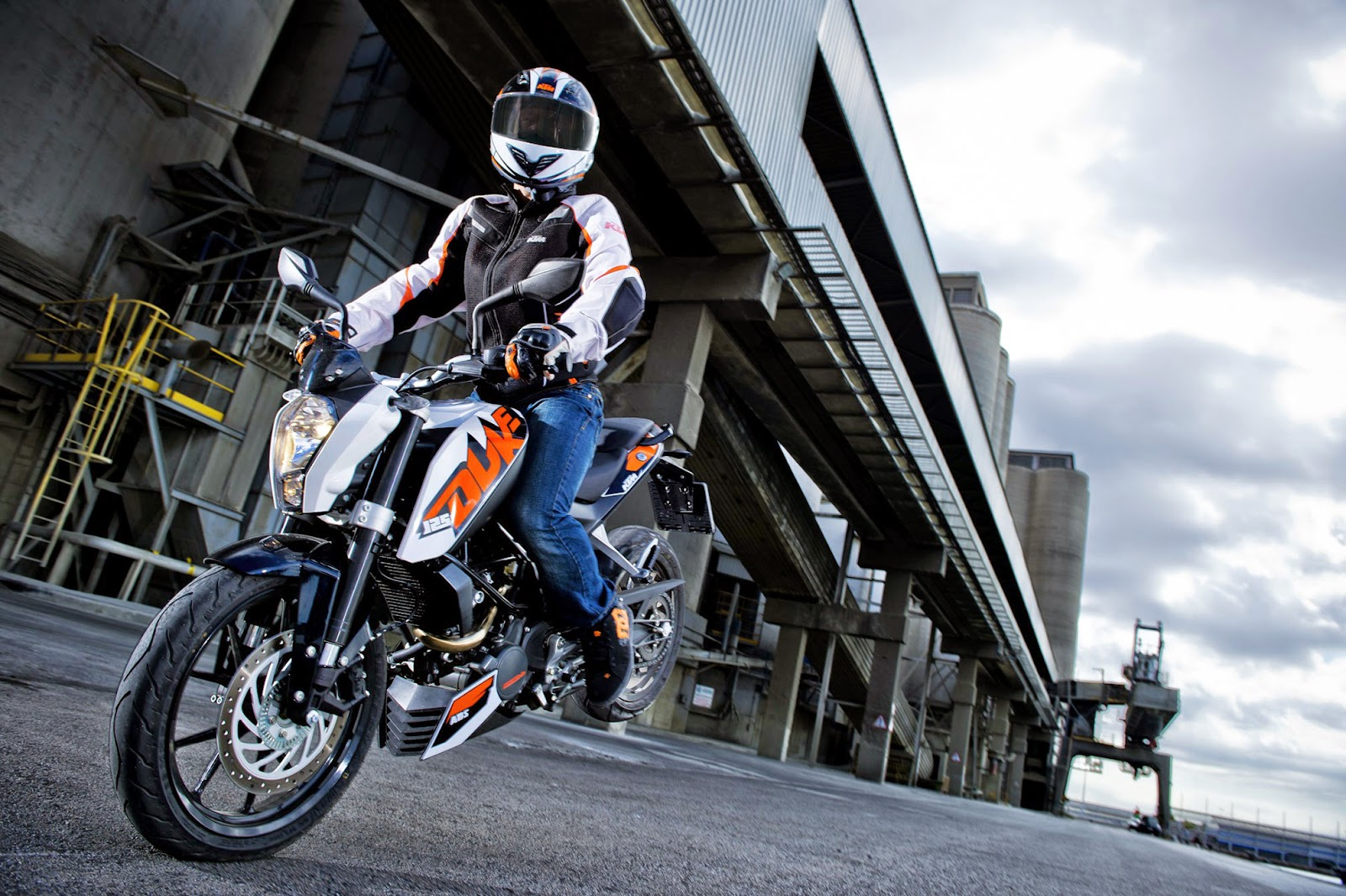 KTM 125 Duke ABS Bikes HD Wallpapers New Stnting
