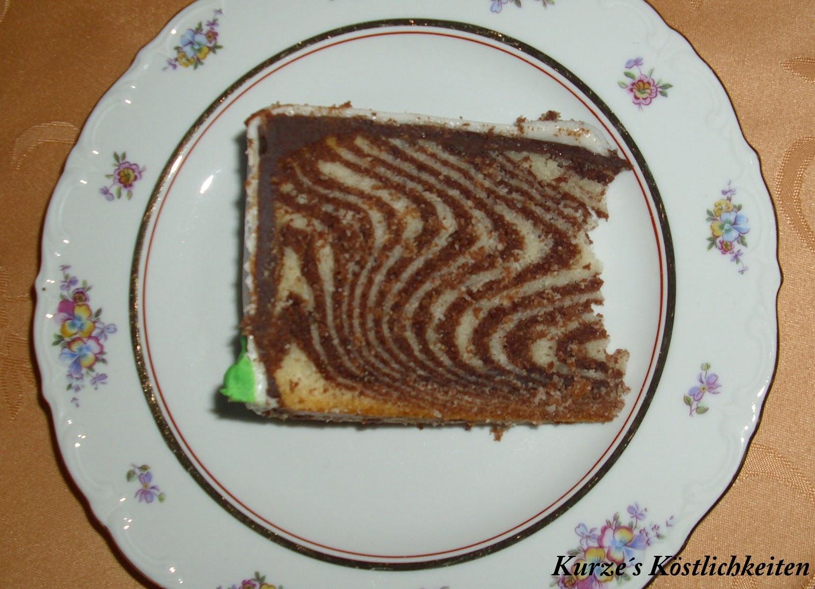 ich habe den kuchen nur noch mit zartbitterganache 200g sahne und 200g zartbitterschokolade eingestrichen und mit fondant eingedeckt so sieht das muster - Kuchen Muster