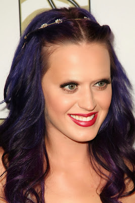 Katy Perry with no eyebrows www.thebrighterwriter.blogspot.com