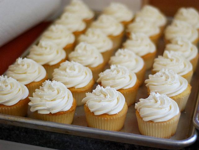 delicious vanilla cupcakes