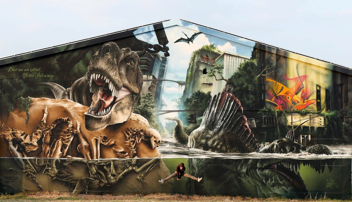 http://4.bp.blogspot.com/-nJ3NvWfiVR8/UKkVgrdhY_I/AAAAAAAAHT0/xhXs9q4gR9I/s1600/Jurassic-Park-Wall-by-Mad-C-in-Germany.jpg