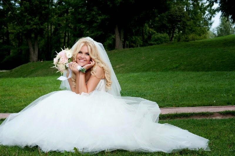свадьба мобильной блондинки