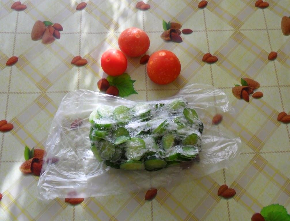 Замороженные огурцы и помидоры из морозилки