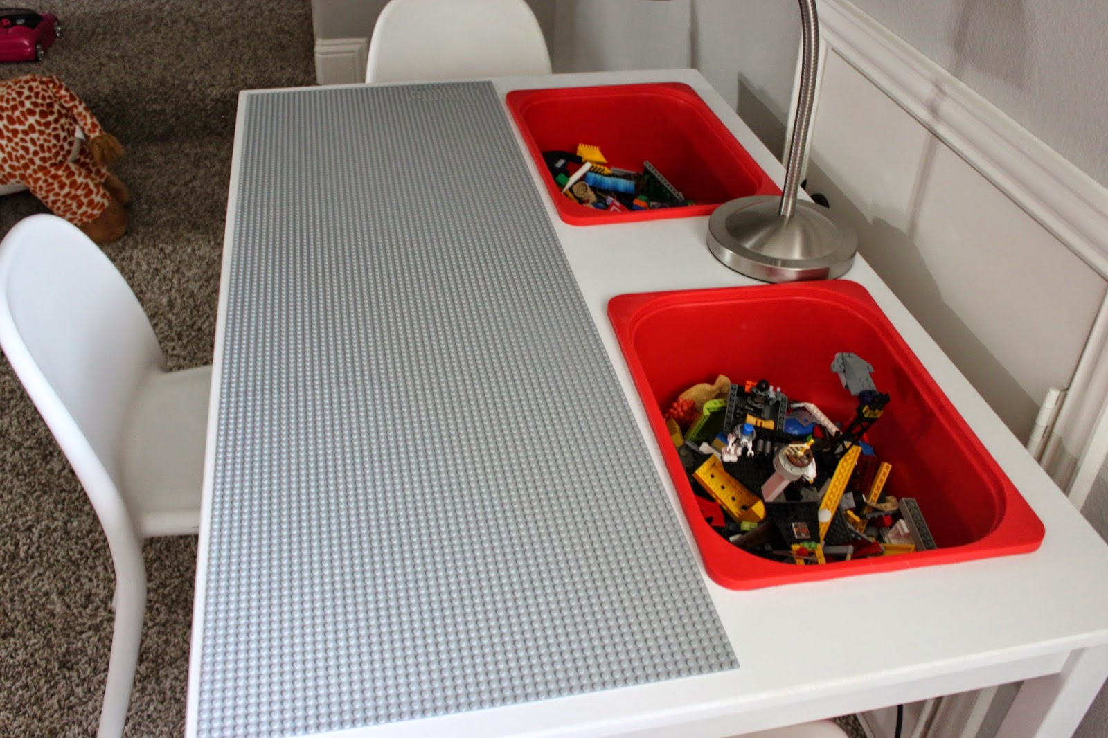 Diy 4 tables customiser pour ranger les lego for Base de table ikea