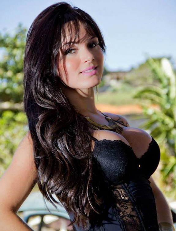 A transexual named Thalita Zampirolli had an affair with Brazil legend Romário