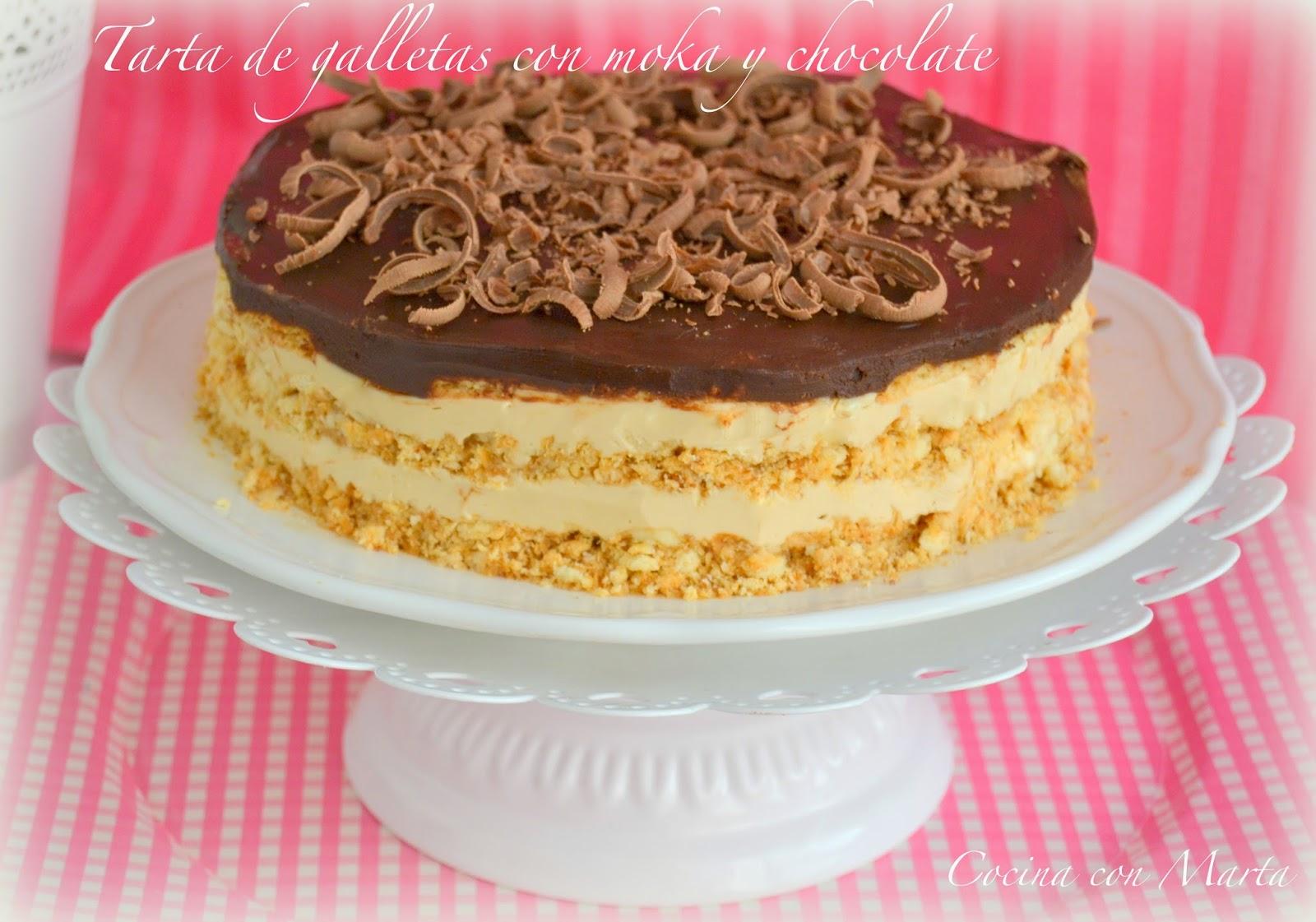 Tarta de galletas, moka y chocolate al ron o brandy. Receta casera, muy fácil, para fiestas y cumpleaños.