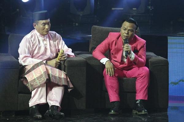 Datuk A.C Mizal (kiri) dan Tauke sugul mengenangkan hubungan bersama Yus.
