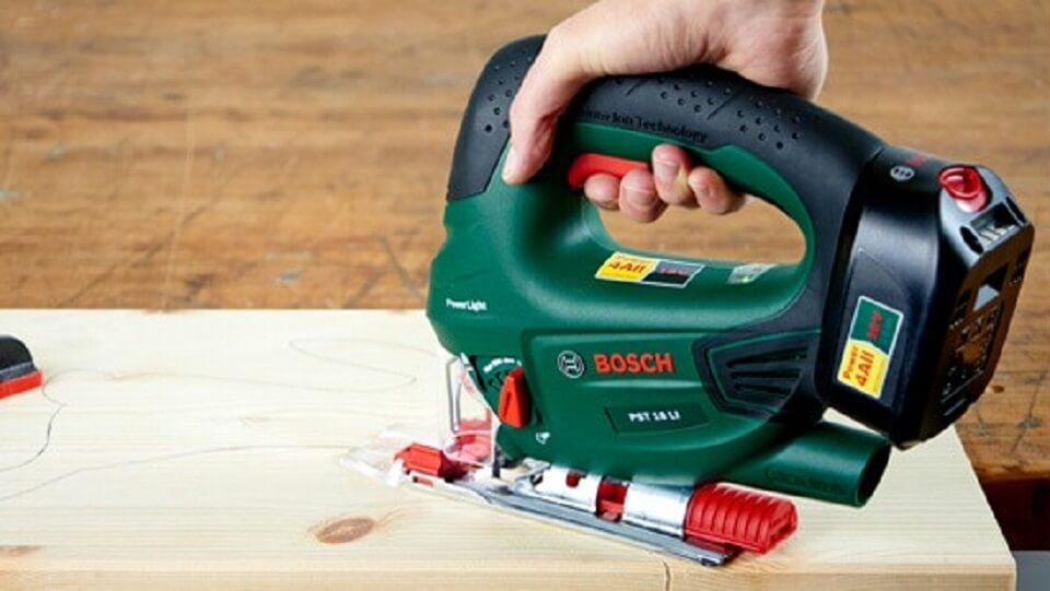 Herramientas para cortar madera en manualidades