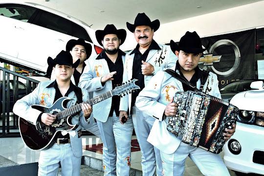 Colmillo Norteño Ft. Banda Tierra Sagrada - El bueno y el malo (2012)