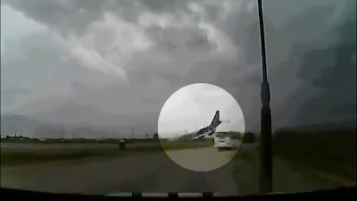 Vídeo chocante do Boeing 747-400 caindo no Afeganistão