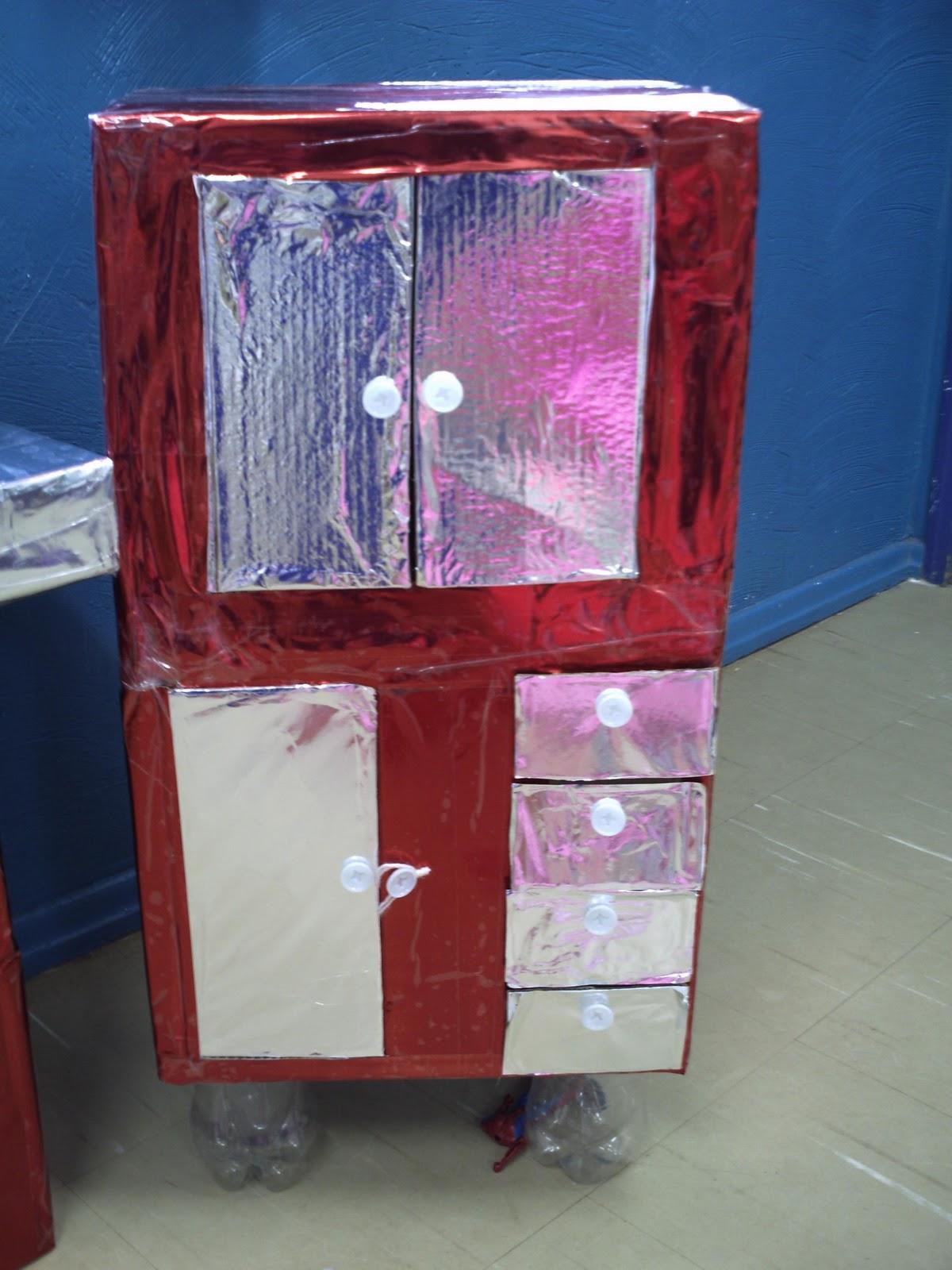 #264A7E armario feito de caixa de leite e caixa de papelão 1200x1600 px Projeto Armario De Cozinha Passo A Passo_4006 Imagens
