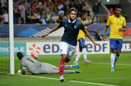 Brasil chegou a abrir o placar com um gol contra, mas tomou a virada da França