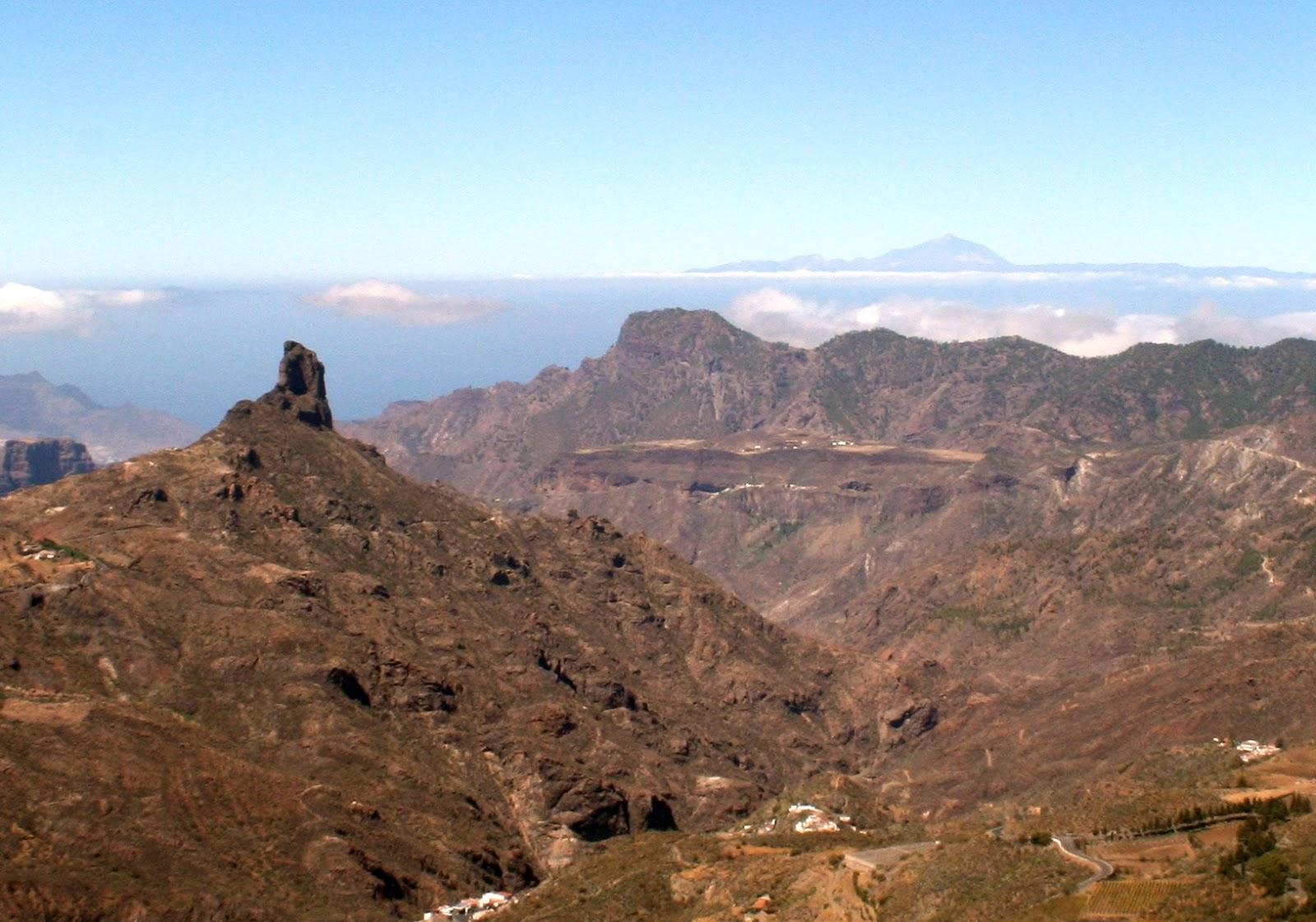 Roque Nublo y el Teide al fondo