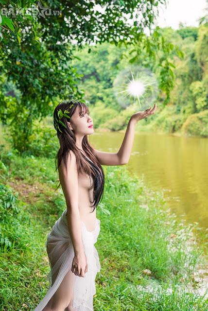 Ngọc Trần bán khỏa thân mộng mơ trong rừng
