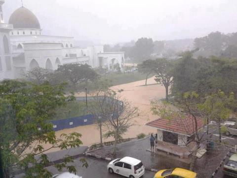 Gambar Banjir Kilat di Kuantan Disember 2012
