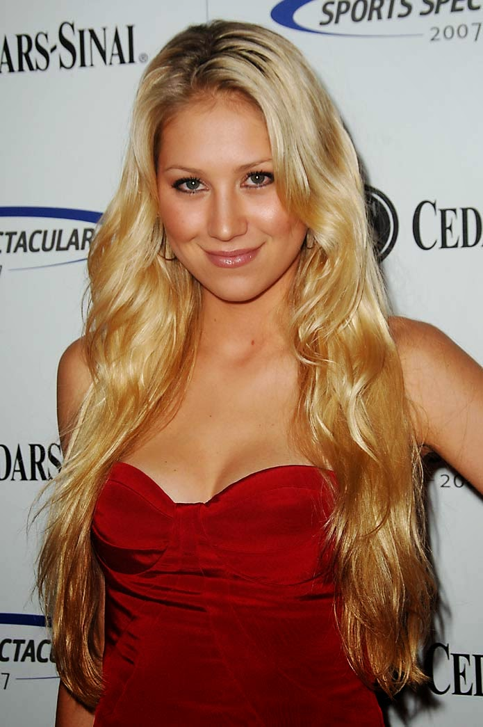 Top Cheddar: Heavy Weight Smoke Fight: Anna Kournikova vs ... Anna Kurnikova