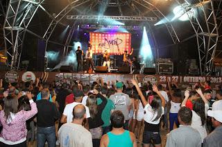Na quarta noite da Feport, o público ainda pôde se divertir assistindo outras atrações musicais como os garotos do The Jump