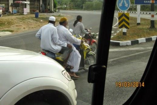 из окна автобуса много мотоциклов