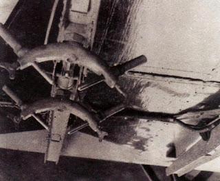 бомбодержатель Д-1 под нижним крылом И-5