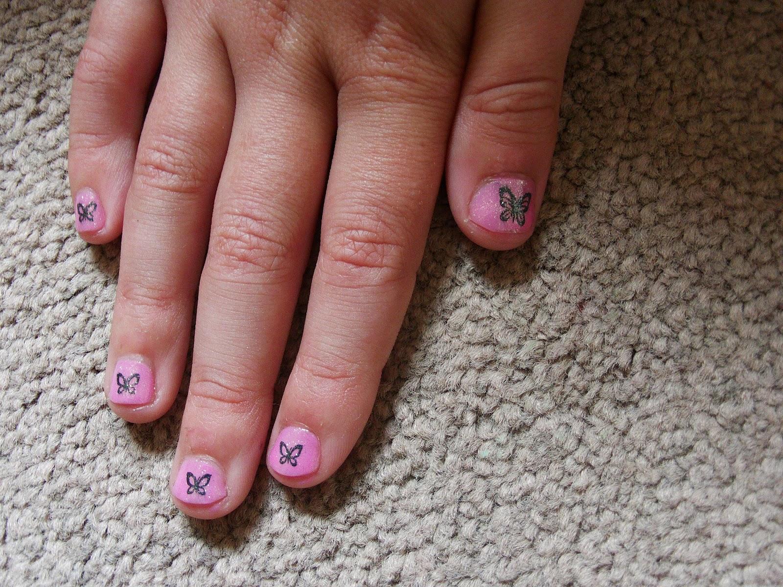 Outer glow: Children nail art : Glitter tastic!