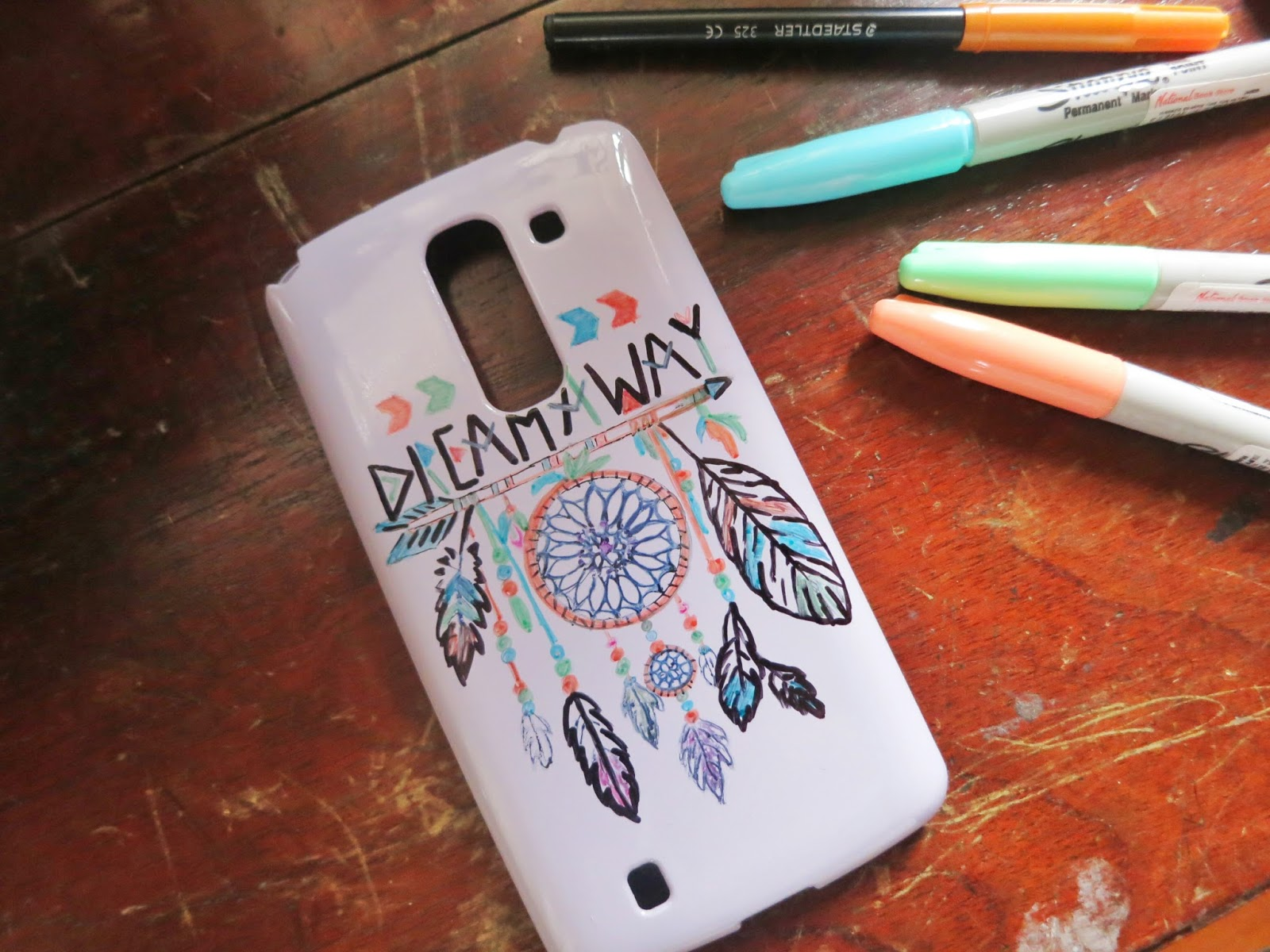Mineeh11 diy phone case using sharpie for Spray paint phone case