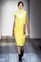 жълто палто Victoria Beckham