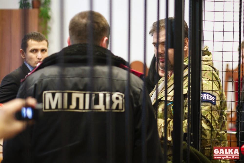 Affrontements en Ukraine : Ce qui est caché par les médias et les partis politiques pro-européens - Page 3 Ruslan-Kotsaba-sud-zasidannya_9277