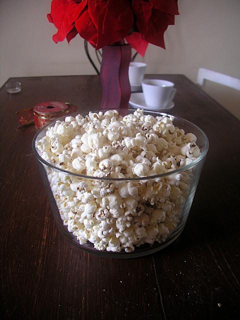 Jak zrobić świąteczny wianek z popcornu