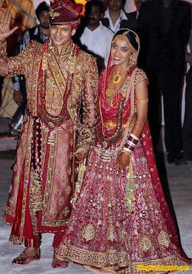 vivek_oberoi_priyanka_alva_bollywood_famous_wedding_FilmyFun.blogspot.com
