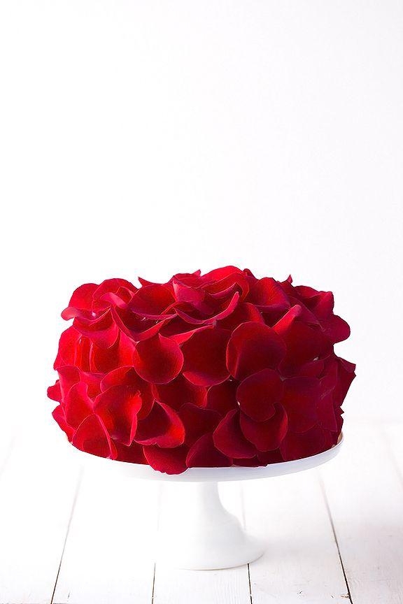 http://zsazsabellagio.blogspot.com/2014/01/rose-cake.html