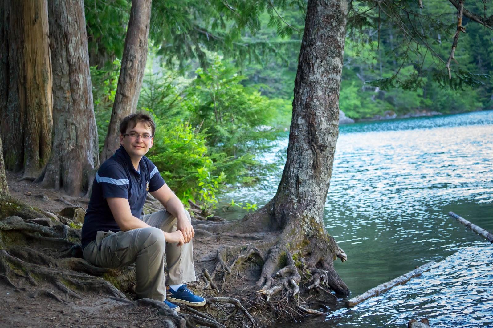 Здесь можно расслабиться и подзарядиться живительной энергетикой озера, надышаться вдоволь чистейшим горным воздухом.
