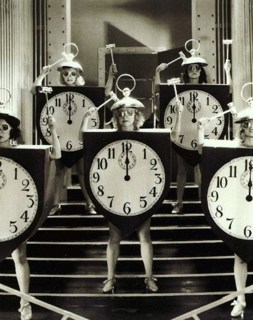 vintage hollywood clock
