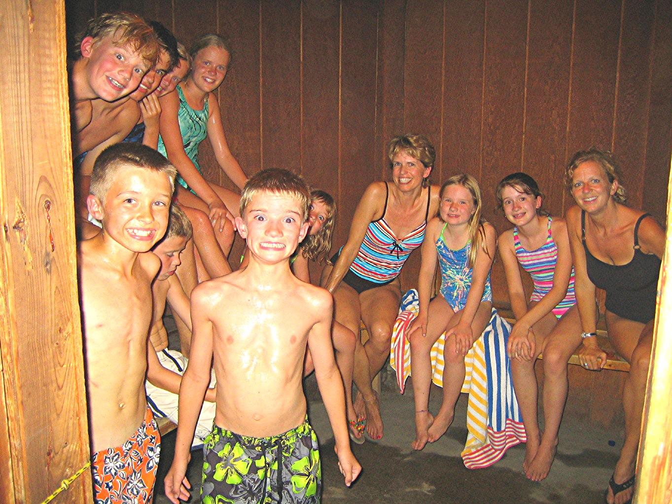 Фото девочки в бане 21 фотография