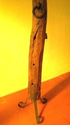 El fog n artesan as en madera r stica y hierro uruguay - Lamparas de pie artesanales ...