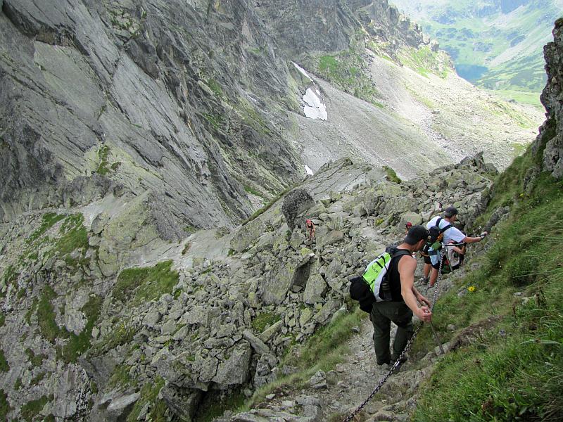 Zejście na Zmarzłą Przełęcz.