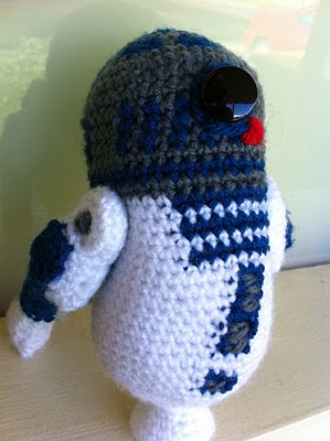Free Crochet Patterns Amigurumi Star Wars : 2000 Free Amigurumi Patterns: Free R2D2 Amigurumi Star ...