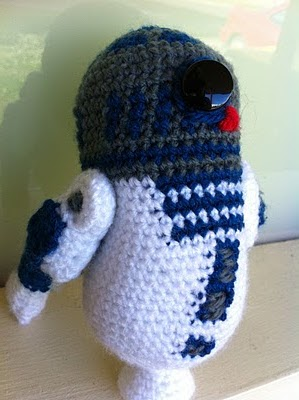 Free Star Wars Crochet Amigurumi Patterns : 2000 Free Amigurumi Patterns: Free R2D2 Amigurumi Star ...