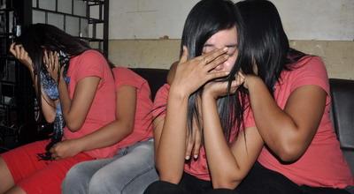 http://majalahkonyol.blogspot.com/2013/03/lintas-berita-terkini-4-wanita-pemijat.html