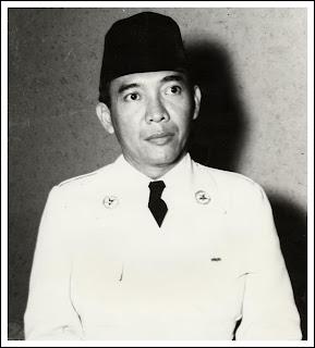 Jenazahnya dimakamkan di Blitar, Jawa Timur.