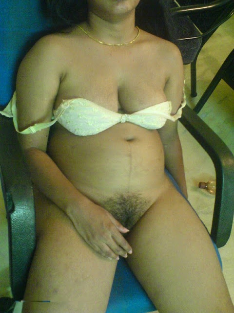 aunty with boss hairy choot boobs photo caught by phone   nudesibhabhi.com