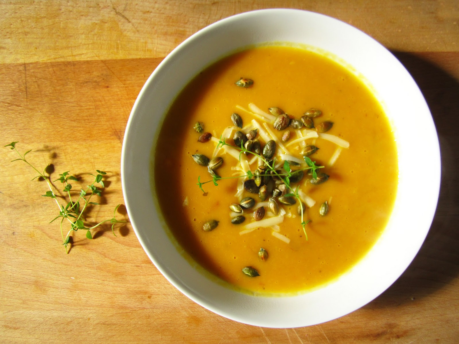 Roast Pumpkin and Garlic Soup with toasted Pumpkin Seeds ...