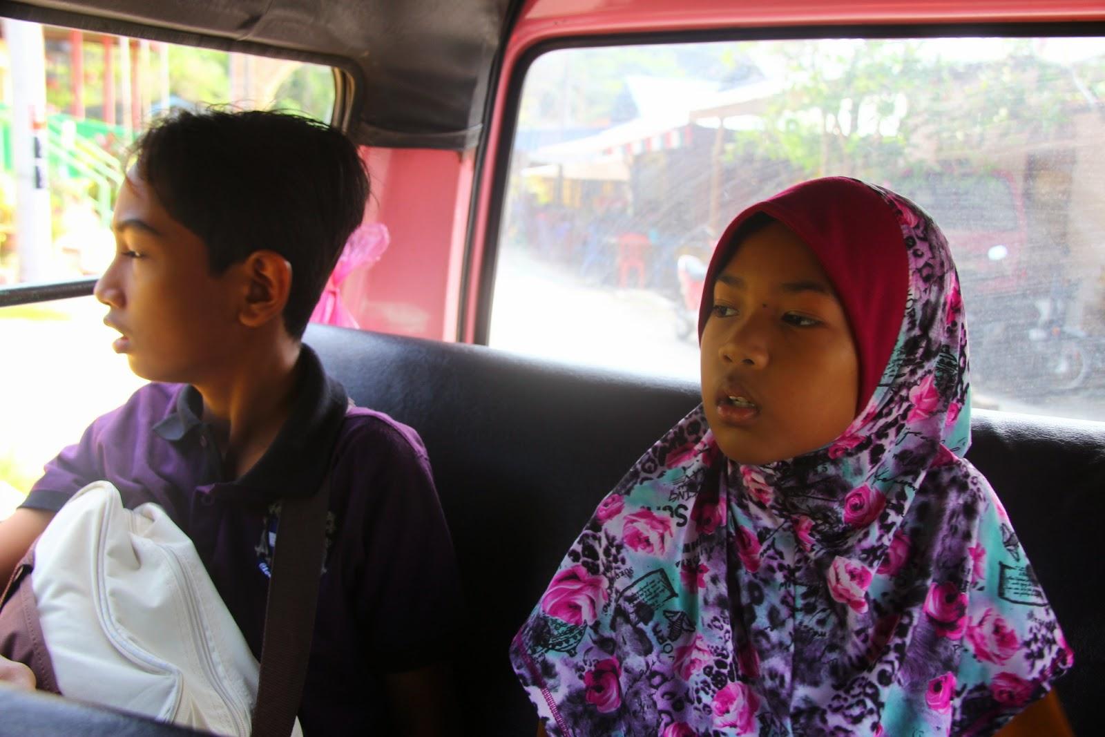 Dalam teksi di Pangkor